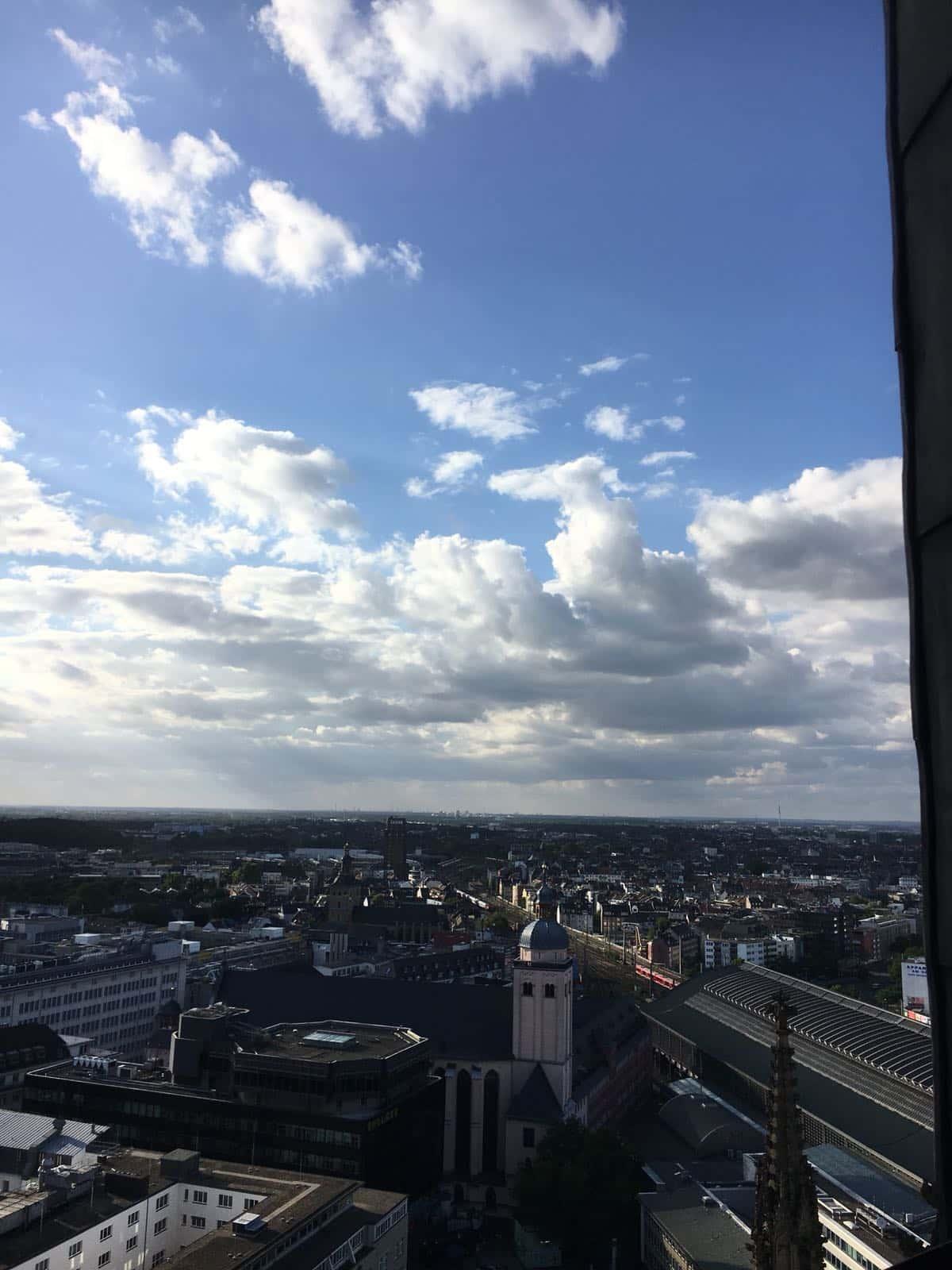Fernblick über Köln und den Rhein